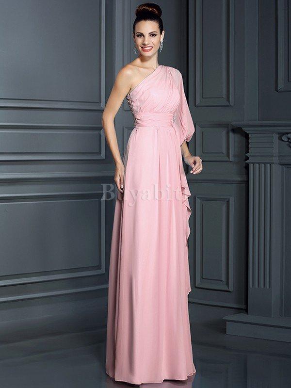 12aff9c31190 Chiedi a familiari e amici. Puoi avere un vestito che puoi prendere in  prestito. Pensa al tuo vestito fatto. Questa è una grande alternativa se  vuoi l abito ...