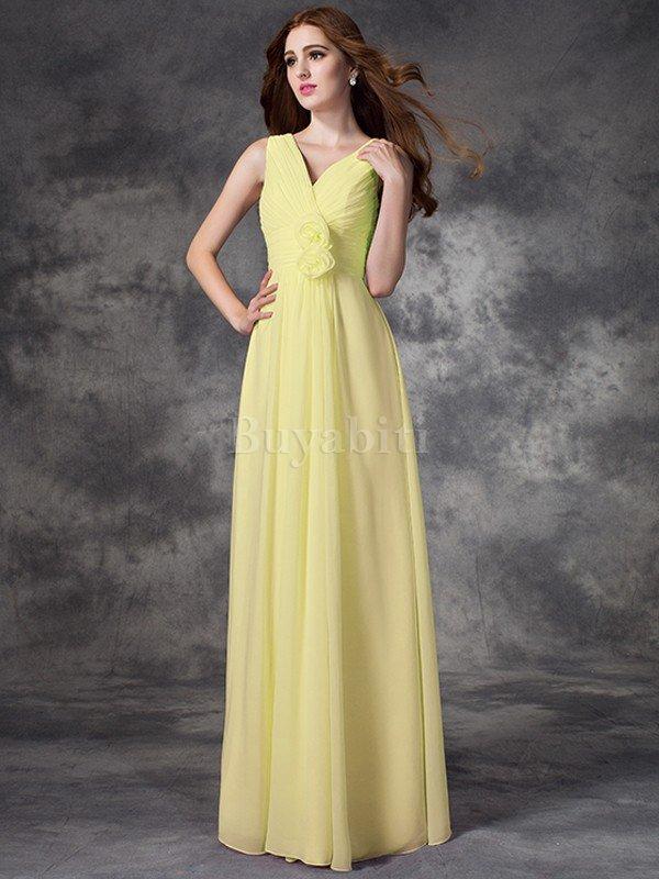 Portali online che offrono abiti da homecoming a basso costo ti offriranno  numerosi bellissimi vestiti tra cui scegliere. Sfoglia i cataloghi cariati  ... c31ce72882d